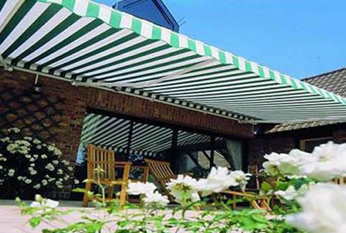 báo giá thiết kế lắp đặt mái che di động sân trước nhà, mái xếp bạt kéo lượn sóng sân trước nhà